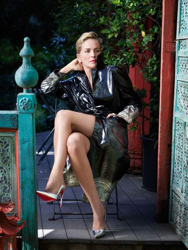 «Он сказал мне, что я должна сесть к нему на колени»: Шэрон Стоун о съемках в «Основном инстинкте»