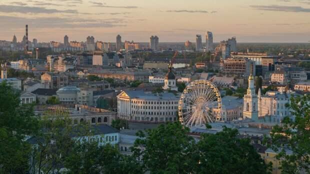 Киев отреагировал на критику в адрес Зеленского из-за вышиванки-косоворотки