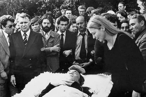 Похороны Владимира Высоцкого, 28 июля 1980 года (kstolica.ru)