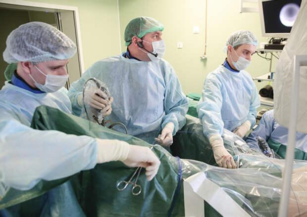 В Военно-медицинской академии провели операцию по удалению крупного коралловидного камня