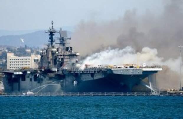 Пожар на гигантском корабле обнажил признаки распада ВМС США