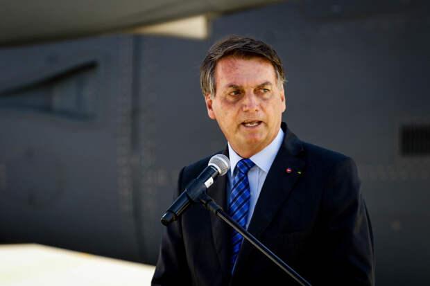 Президент Бразилии пригрозил применить армию против сторонников карантина