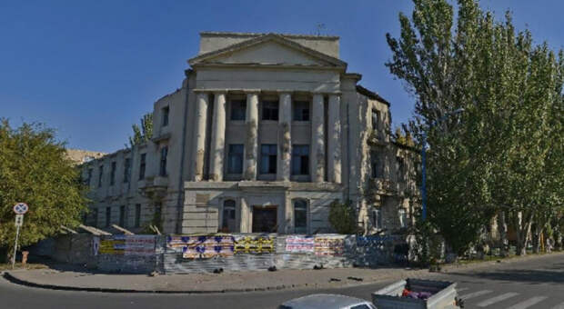 Визитная карточка города: два здания на въезде в Волжский продают за 175 млн рублей