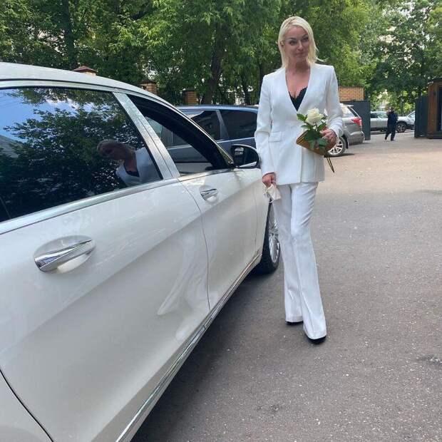 Анастасия Волочкова требует от Большого театра выплатить ей 80 миллионов рублей