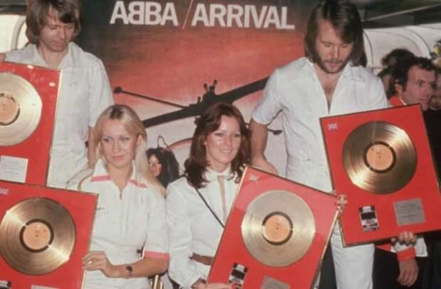 ABBA возрождается спустя 40 лет. Легендарная группа собралась, чтобы выпустить 5 новых песен