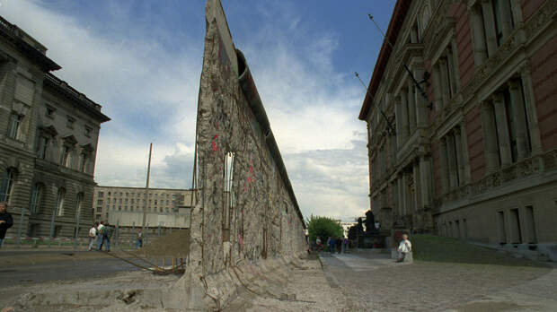 Остатки разрушенной Берлинской стены  - РИА Новости, 1920, 03.10.2020