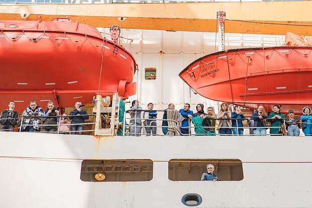Крупнейшая плавбаза в мире «Всеволод Сибирцев» вернулась домой с абсолютным рекордом