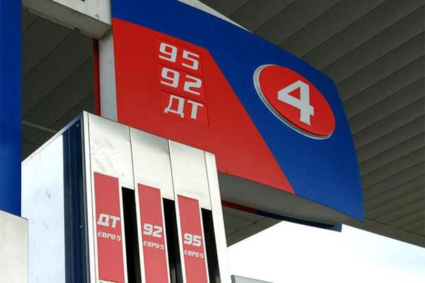 Новак уверен, что замораживать цены на бензин не нужно