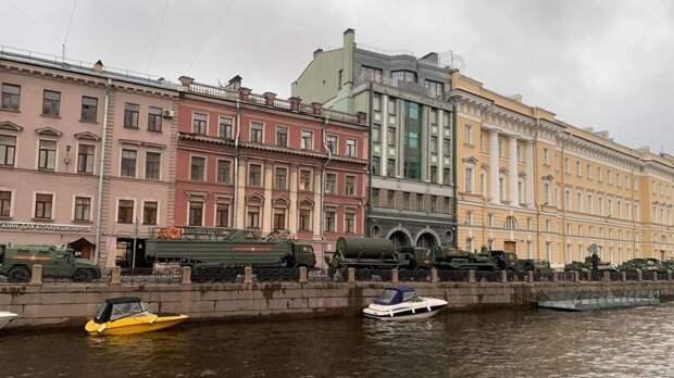 Военный парад в честь 9 Мая завершился в Петербурге