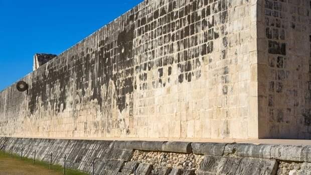 2. Мезоамериканская игра в мяч (тлачтли)