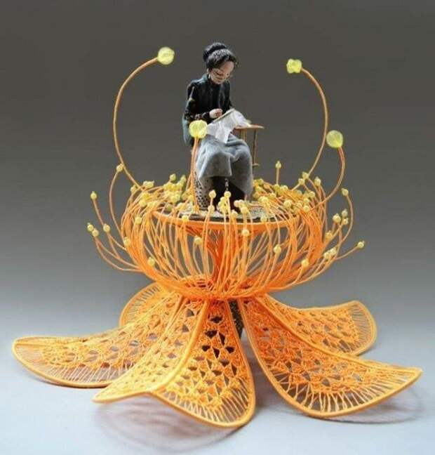 Необычное использование простой пряжи. Восхищает  безграничность фантазии и талантов!
