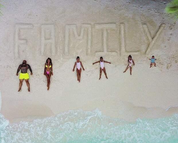 На Мальдивах и так можно: Оксана Самойлова опубликовала необычное семейное фото