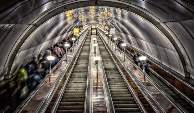 Свидание ввагоне метро устроили два жителя Екатеринбурга