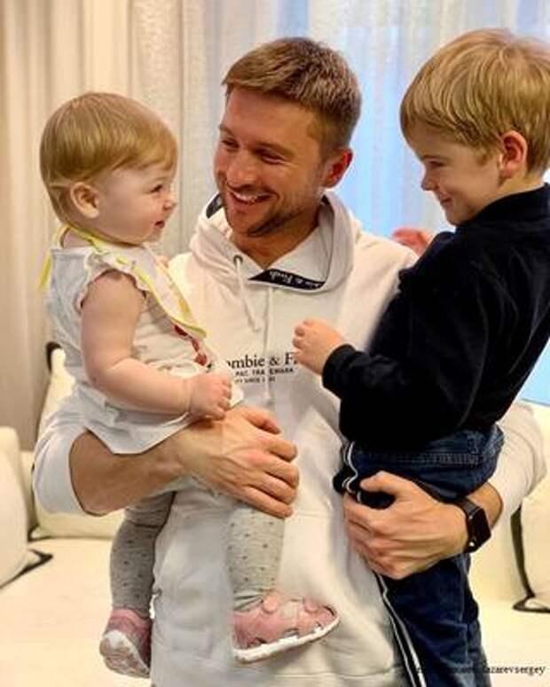 Сергей Лазарев посетовал, что его дети слишком быстро растут