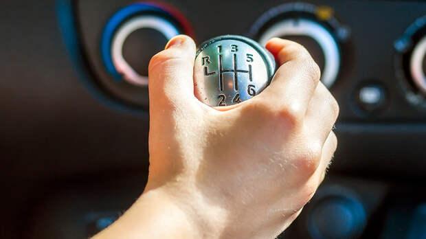 Торможение двигателем: в чем польза этого приема, рассказали водителям