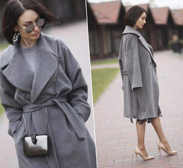 Девушка в светлом пальтос поясом