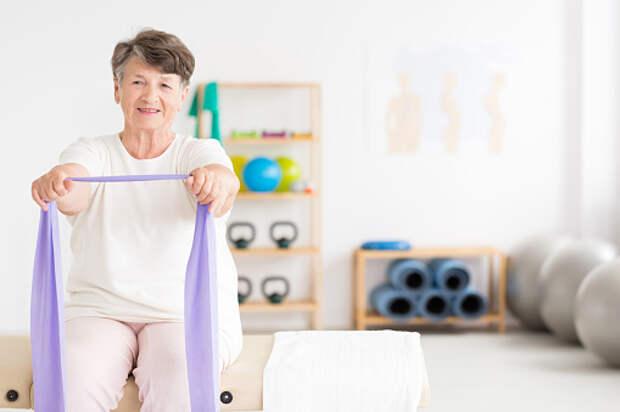 Для пенсионеров из Южного Медведкова запустили онлайн-курс по профилактике и лечению остеохондроза
