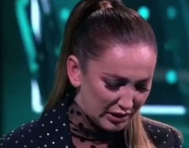 Бузова расплакалась в прямом эфире из-за фразы Дмитрия Губерниева