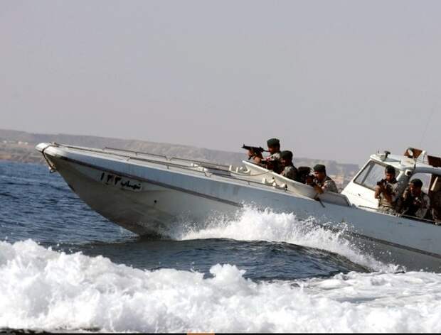 Иранские ВМС потопили собственное судно во время учений, есть жертвы