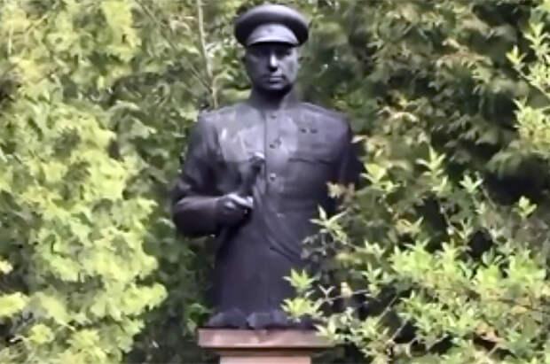Плоды ненависти. В Польше обезглавили памятник маршалу Рокоссовскому