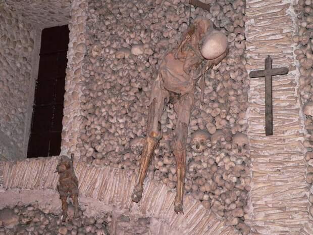 Часовня кладбища Capela DOS Ossos.