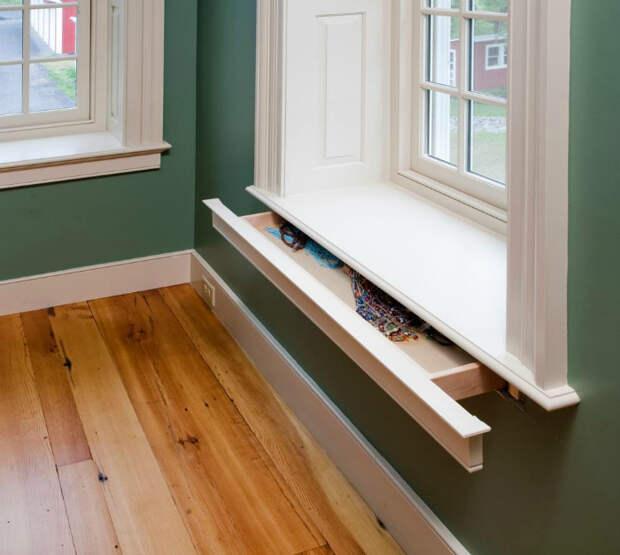 Выдвижной шкафчик под подоконником.