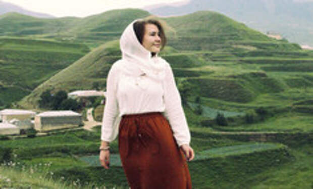 Короткое не носить, мужчину не целовать: 7 правил для девушек, собравшихся в Дагестан