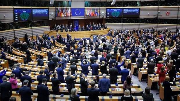 Депутаты Европарламента одобрили торговую сделку с Великобританией, чтобы ослабить напряженность, вызванную Брекситом