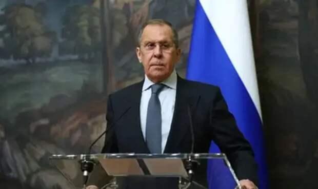 Россия не барышня на балу: Реакция Запада на Навального подарила миру новый афоризм Лаврова