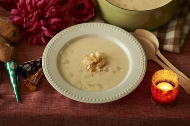 Крем-суп из лесных грибов не только вкусный, но и очень сытный.