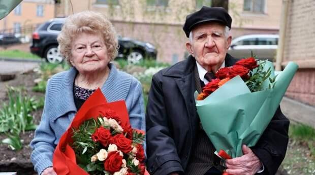 Военнослужащие поздравили ветеранов Великой Отечественной войны.