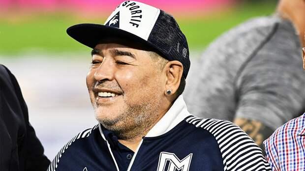 Новичок Ла Лиги «Эльче» планирует назначить Марадону главным тренером