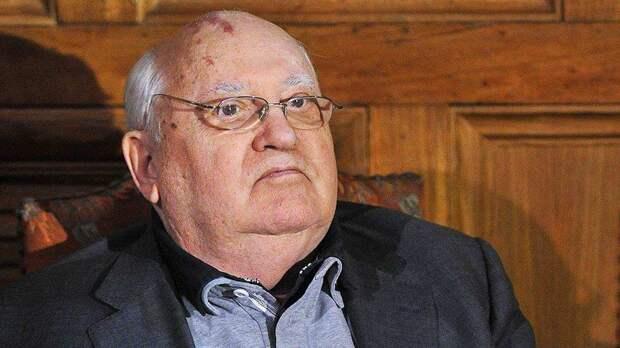 Кому вдруг понадобился культ Михаила Горбачева