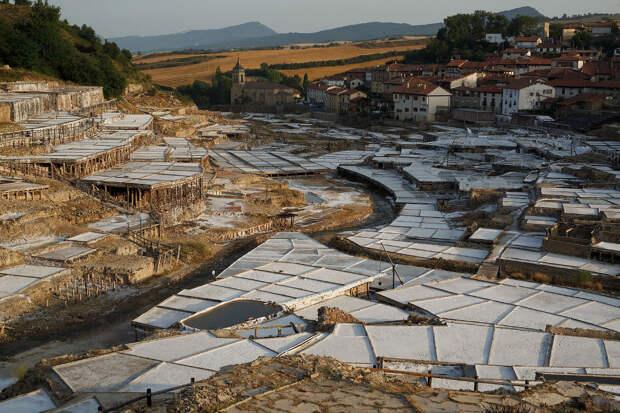 Это долина соли в городе Анана на севере Испании