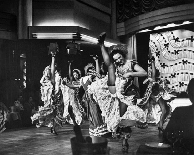 Парижские танцовщицы канкана, 1952 год.