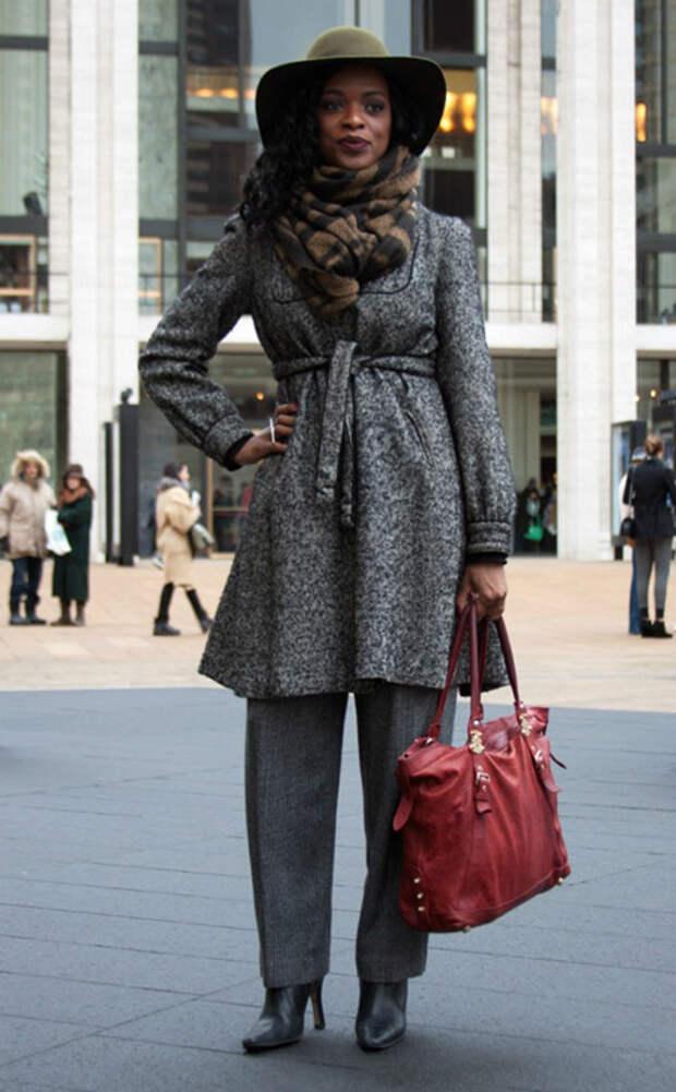Девушка в пальто и шляпе