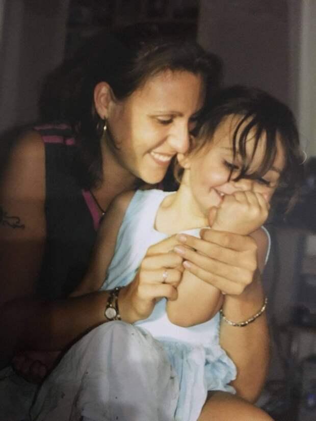 «Моя мама— лучше всех!»: почему дочь гордится тем, что мать работает вэскорте