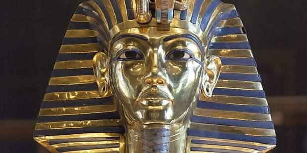 Фараона Тутанхамона похоронили в чужой могиле