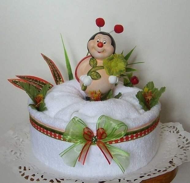 Эти тортики сделаны из полотенец!    Таким подарком можно удивить любого. Очень нужный и красивый подарок!