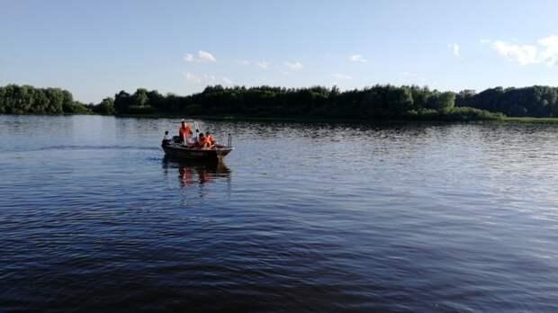 Пытался спасти дочь: житель Нижегородской области утонул в озер