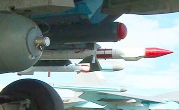 На фото: истребитель-бомбардировщик Су-34, оснащенный ракетами