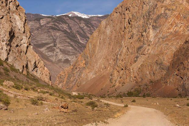 Дорога в долине.