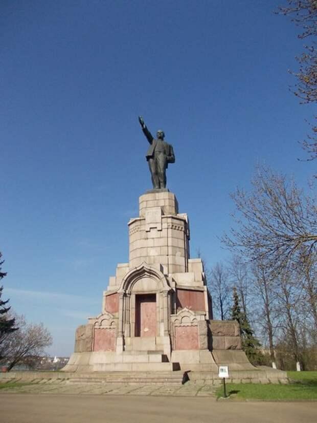 Кострома: город с самым веселым памятником Ленина