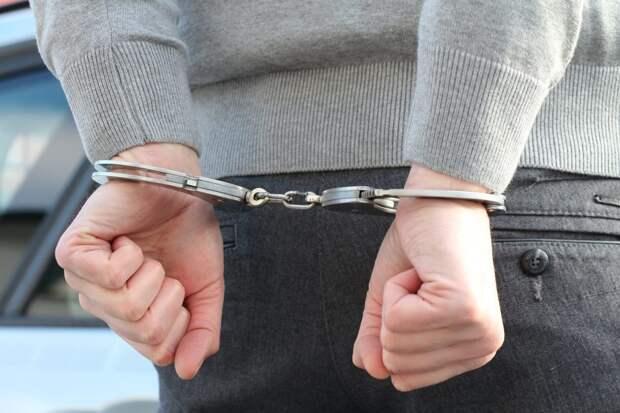 Полицейские задержали в Кузьминках двух разбойников за нападение на женщину