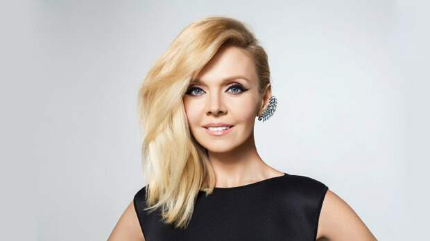"""Певица Валерия показала свое """"честное лицо"""" : позировала без макияжа и в халатике"""
