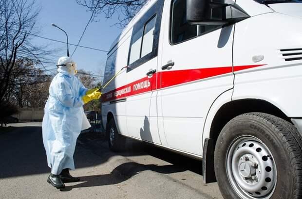"""О оперштабе по коронавирусу подтвердили факт очереди из """"скорых"""" перед клиникой в Химках"""
