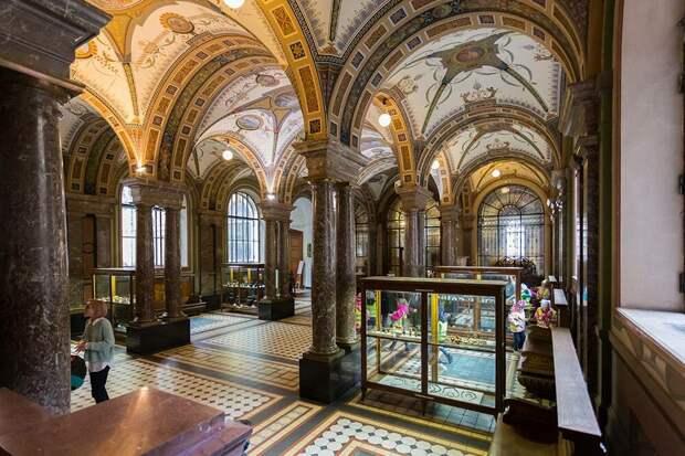 Винтерьерах музея можно изучать культуру иискусство разных эпох истран. Источник:vserg48/Shutterstock