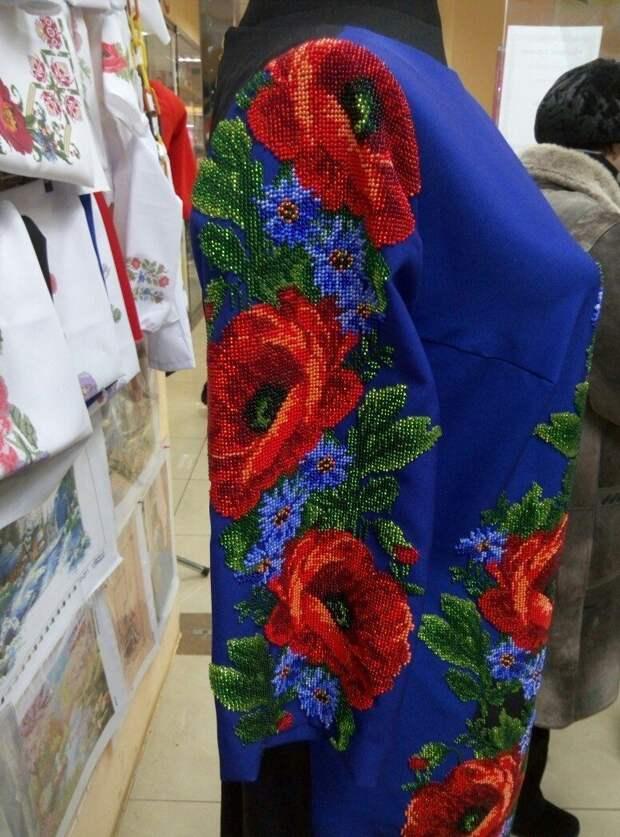 Чудесное платье к праздникам. Ручная робота. Бисер