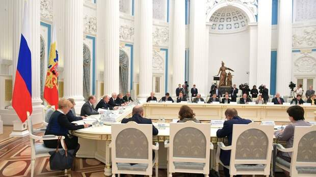 Альтернативная Википедия и покрасневший министр – важное из выступления Путина на Совете по русскому языку