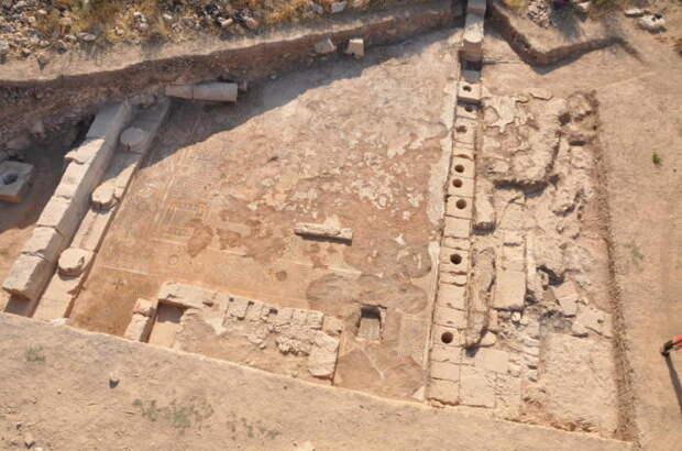 Часть раскопанной раннехристианской базилики. /Фото:Научно-исследовательский центр Малой Азии